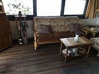 Obývací pokoj - pronájem chalupy Javor - Loučany