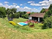 Zahradní dům a terasa u bazénu 1 - chalupa k pronájmu Hlohová