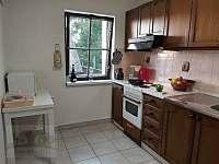 kuchyně bytu v horním patře -
