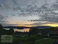 noční pohled z balkonu na lipenské jezero - apartmán k pronájmu Horní Planá - Hůrka