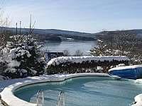 v zimě žádné koupání, ale lyžování a bruslení kolem Lipenského jezera - apartmán k pronajmutí Horní Planá - Hůrka