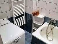 Koupelna s vanou a pračkou - Horní Planá