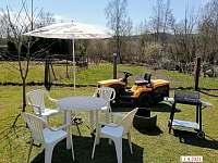 Vlastní posezení na zahradě pro ubytované - Horní Planá