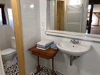 Koupelna a toaleta 1 - apartmán k pronájmu Vimperk