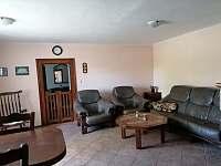 obývací pokoj, vstup do modré ložnice - chalupa k pronájmu Hliněný Újezd