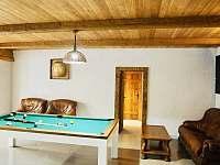 Společenská místnost - chata k pronajmutí Nicov - Popelná