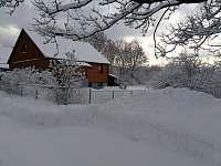 chalupa v zimě - Pěkná