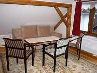 rozkládací pohovka v apartmánu