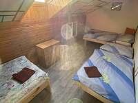 Horní ložnice 2. - pronájem chalupy Frymburk