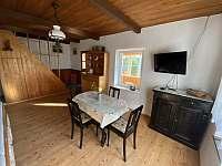 Obývací pokoj kde je možnost plnohodnotného přespání až pro dvě osoby - Frymburk