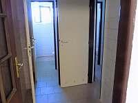 toalety u společenské místnosti - pronájem chalupy Čachrov - Jesení