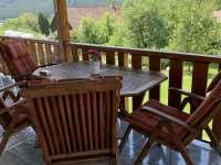 Sezení na terase - chata k pronajmutí Velhartice