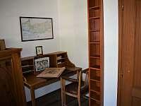 Dětský pokojík s knihovnou. - Petrovice u Sušice - Vojetice