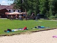 Pláž je 150m od apartmánů - Nová Pec