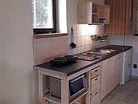 Chata č. 2 - kuchyňský kout - k pronájmu Hnačov
