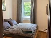 ložnice s manželskou postelí - apartmán ubytování Horní Planá - Hůrka