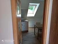 Kuchyňka a jídelna - apartmán k pronajmutí Horní Planá