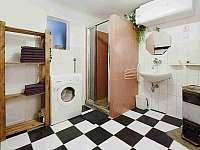koupelna včetně WC + WC v patře není na snímku - chalupa k pronajmutí Frymburk - Posudov