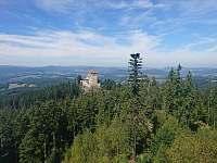 Pohled na hrad Kašperk z Pustého hrádku - Stachy