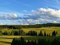 Vyhlídka z pensionu do údolí Hamerského potoka