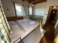 Chalupa Svojše - ložnice s maželskou postelí a rozkládacím 2 lůžkem - k pronajmutí