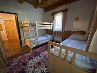 Chalupa Svojše - ložnice s palandou a rozkládacím dvoulůžkem -