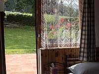 Chalupa Svojše - pohled z ložnice - pronájem