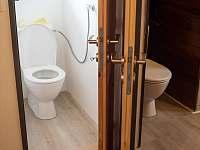 Chalupa Svojše - samostatné wc a wc v koupelně -