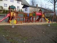 nové dětské hřiště ve vesnici