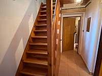 schody do patra - chata k pronájmu Horní Planá - Hůrka