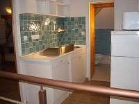 Kuchyňka v podkroví - chalupa k pronajmutí Lenora - Houžná
