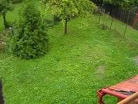 zahrada před chalupou - k pronájmu Nezdice na Šumavě