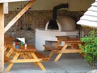Pizza pec + posezení v přístřešku - chalupa ubytování Humpolec na Šumavě