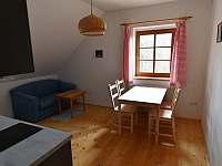 Apartmán B - obývací pokoj + k.k.