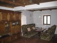 Obývací místnost - chalupa k pronájmu Vlčkovice