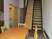 Apartmán má ještě půdičku po schodech nahoru