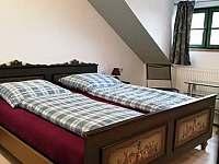 Pokoj v patře ložnice s dvěmi lůžky - chalupa k pronajmutí Zdíkov - Nový Dvůr