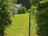 Zahrada před chalupou - k pronájmu Dlouhá Ves