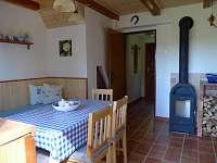 kuchyň-pohled do chodby - pronájem chaty Horní Planá