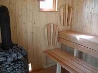 interier sauny, lavice je rohová