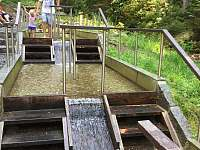 Grádelský potok u Železné Rudy, Kneippovy lázně 1,7km. cesta od Samot pod Grádl.