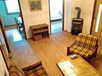 Obývací pokoj - pronájem chalupy Javorník na Šumavě