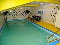 Hotelový bazén - apartmán ubytování Strážný - Mitterfirmianstreut