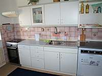 Kuchyně s myčkou a sporákem - Babylon