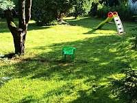 Proběhnout se po trávníku není problém - chalupa k pronajmutí Babylon