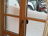 Sníh za oknem-1100 m n.m.
