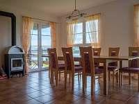 Obývací pokoj - rekreační dům k pronájmu Černá v Pošumaví