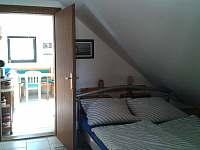 Pruchozi loznice v apartmanu - chalupa ubytování Dobrá na Šumavě