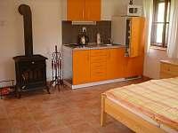 malý apartmán - oranžový - chalupa k pronajmutí Pohorská Ves - Lužnice