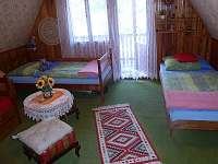 pokoj 2 se 3 lůžky a balkonem